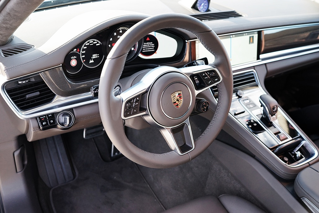 interieur-porsche-turbo-f